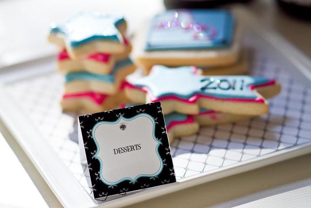 um-doce-dia-feliz-ano-novo-diferente-azul-branco-pink-02