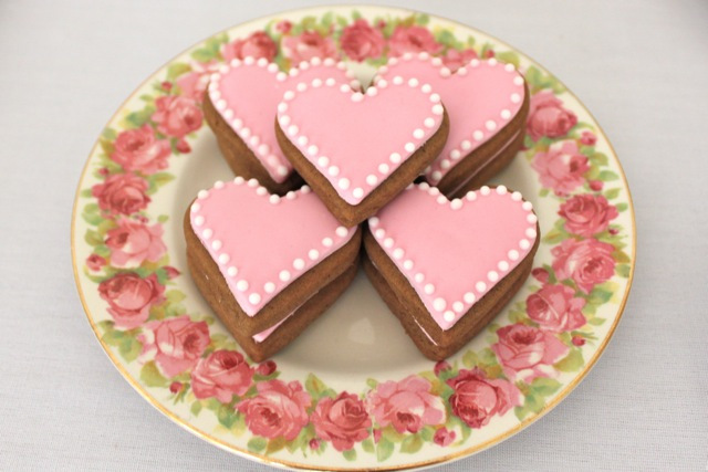 Ruffle Table Love Hearts