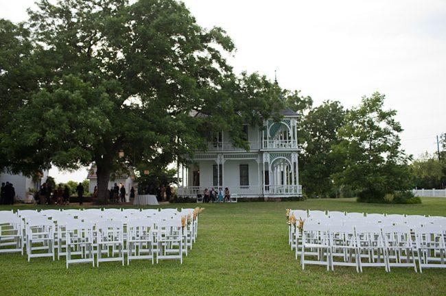 um-doce-dia-casamento-em-casa-peonias-e-um-toque-azul-13