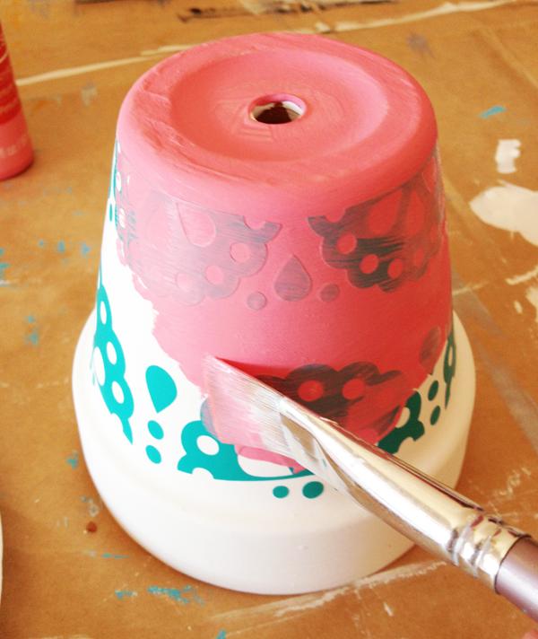 um-doce-dia-ideia-rapida-para-estampar-os-vasos-de-casa-04