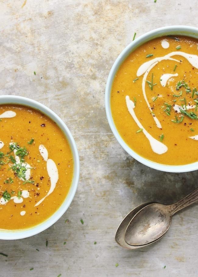 um-doce-dia-sopa-de-cenoura-com-creme-de-alho-assado-02