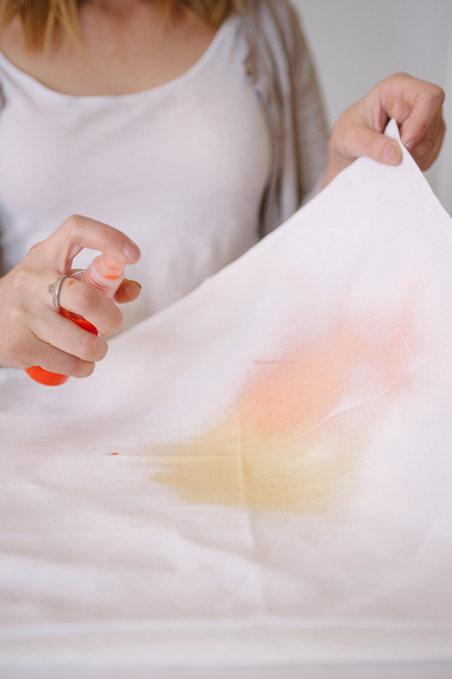 Ruffled - photo by http://www.sweetrootvillage.com/ - http://ruffledblog.com/diy-watercolor-napkins/
