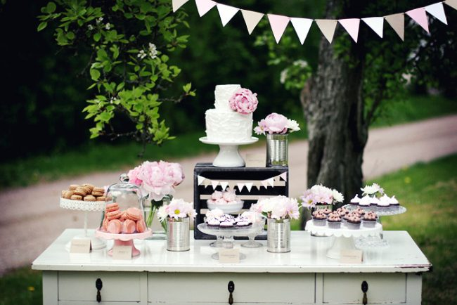 um-doce-dia-decoracao-mesa-de-sobremesas-lindo-rustico-e-rosa-01