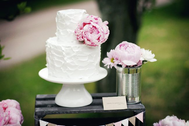 um-doce-dia-decoracao-mesa-de-sobremesas-lindo-rustico-e-rosa-03