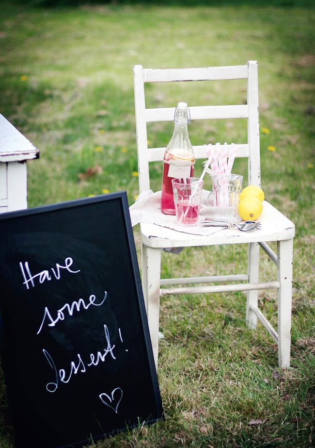 um-doce-dia-decoracao-mesa-de-sobremesas-lindo-rustico-e-rosa-10