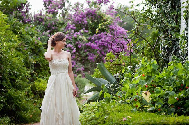 um-doce-dia-casamento-em-casa-peonias-e-um-toque-azul-11