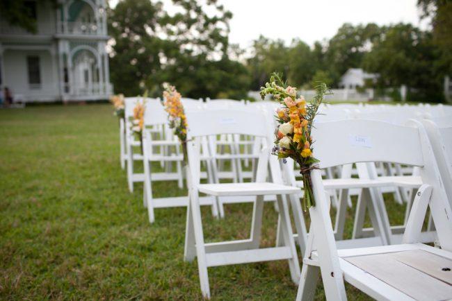um-doce-dia-casamento-em-casa-peonias-e-um-toque-azul-14