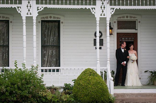 um-doce-dia-casamento-em-casa-peonias-e-um-toque-azul-15