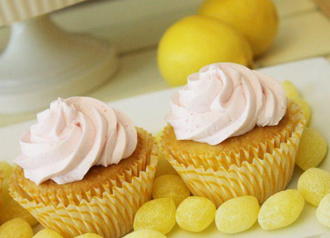 um-doce-dia-mesa-de-sobremesas-festa-da-limonada-05