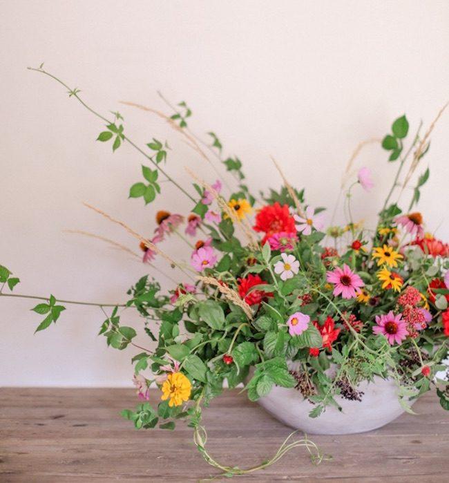 um-doce-dia-diy-arranjo-com-flores-do-quintal-01