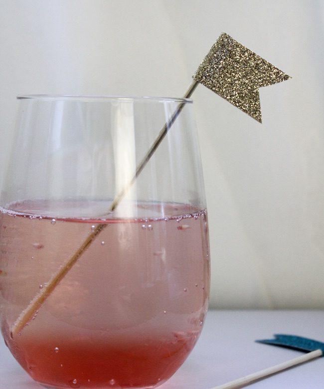 um-doce-dia-diy-misturadores-de-cocktails-com-papel-adesivo-01