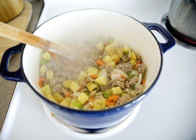 um-doce-dia-receita-sopa-minestrone-de-carne-03