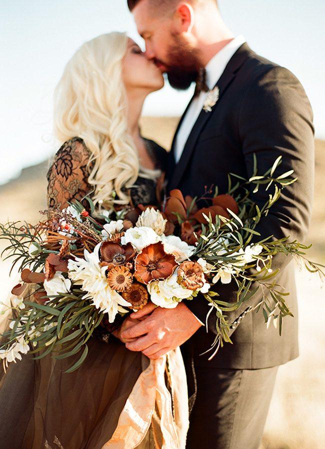 um-doce-dia-casamento-inspiracao-renda-negra-e-tule-escuro-26