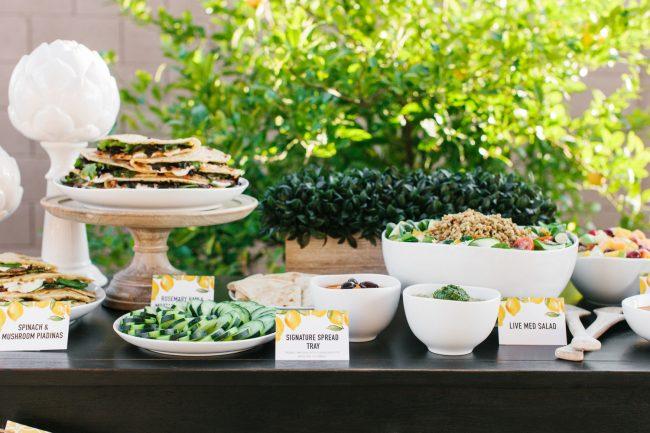 um-doce-dia-como-servir-um-almoco-de-verao-no-jardim-08