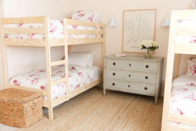 um-doce-dia-decoracao-quartos-para-dividir-meninas-do-campo-05